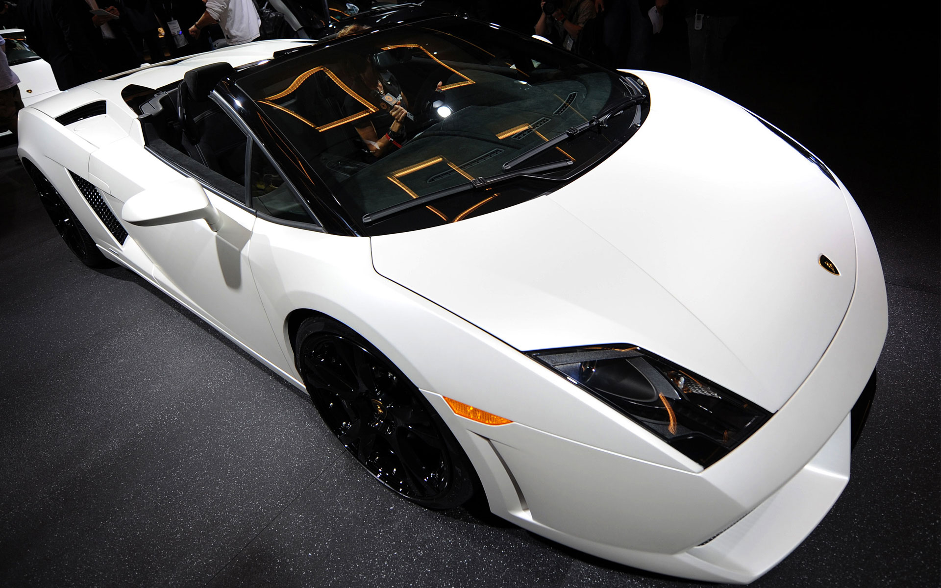 lamborghini_beautiful_car_wide-wide