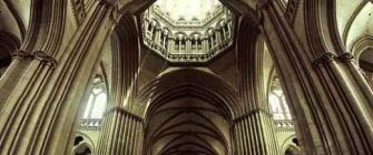 amazing-ceiling-vertical-panoramic-church-interior_