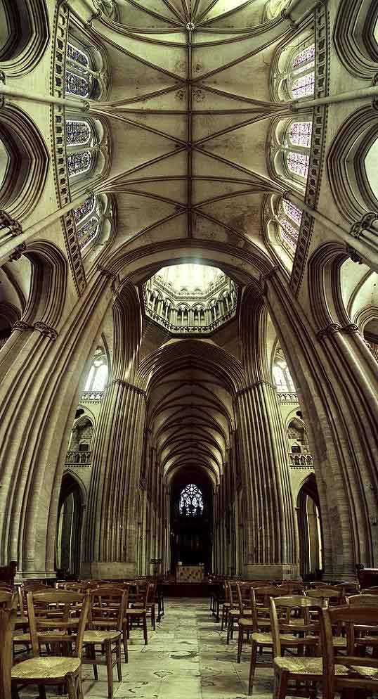 amazing-ceiling-vertical-panoramic-church-interior_