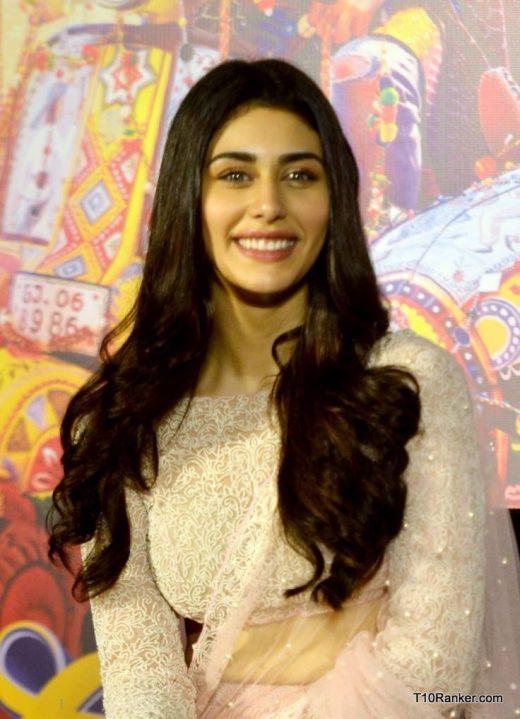 HOT & Sexy actress Warina Hussain HD Wallpapers, Photos, Wiki, Age, Boyfriend, Family, Biography & More – Top 10 Ranker