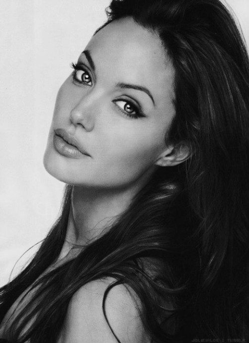 Women We Like in Their 30s: Gorgeous in Black and White