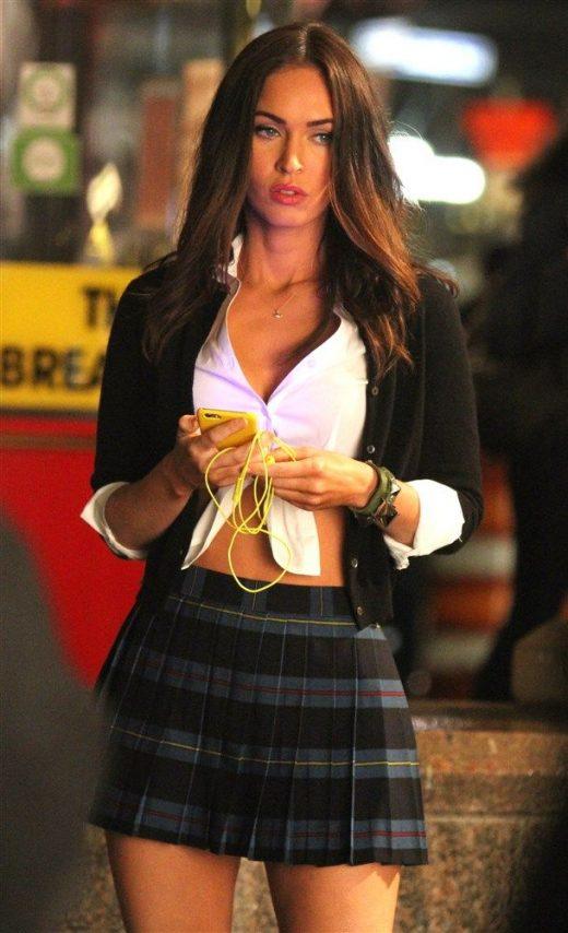 Megan Fox vestida como colegial novamente!
