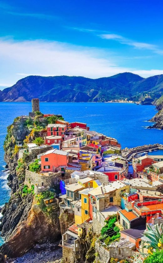 Amazing View of colorful village Vernazza in Cinque Terre  |  10 Amazing Places …