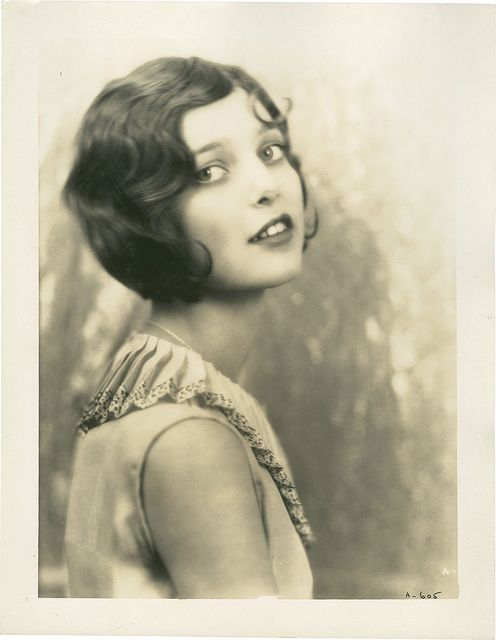 Marcel Waves and Finger Waves Hairstyles of the 1920s