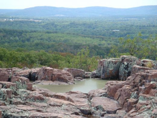 The Hiking Trail Hiding In Missouri That Will Transport You To Another World