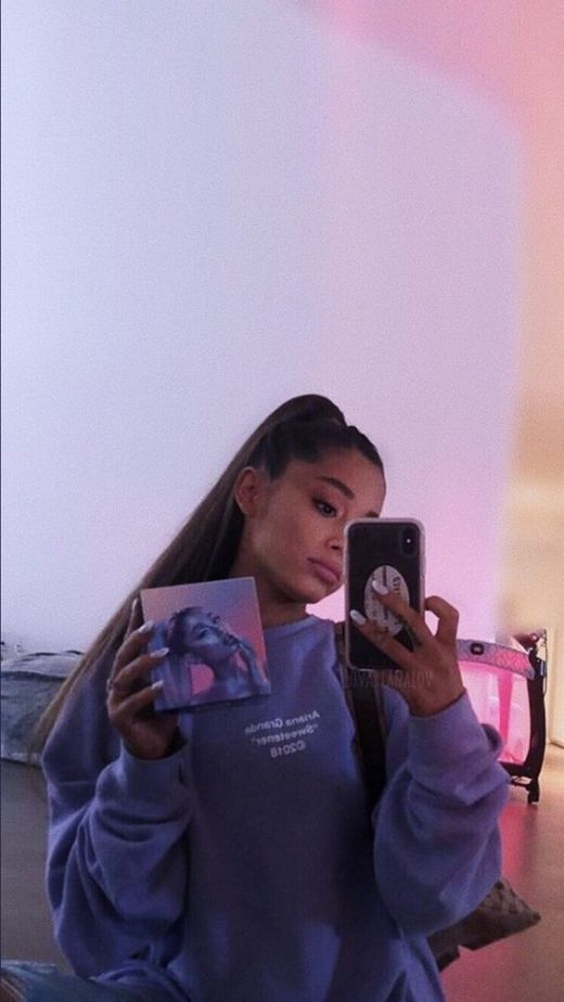 Ariana Grande is All About Women Supporting Women