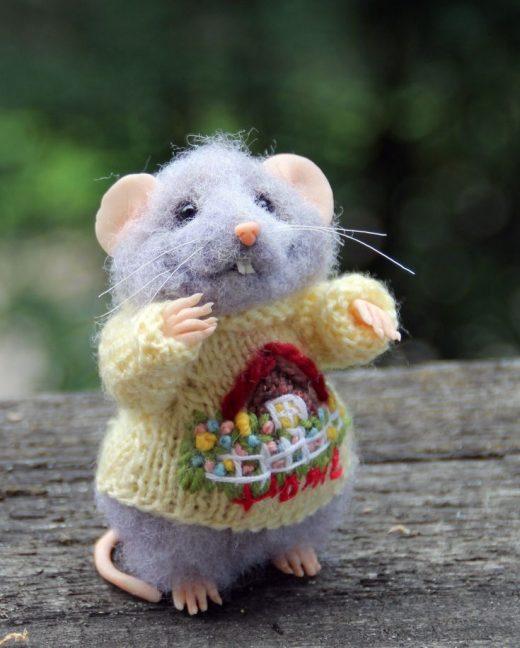 Nadelfilz realistische Maus in Pullover, gefilzte Maus, Waldorf Tier, Filz Spielzeug, Filz Tier, umweltfreundlich, Sammlerstücke Miniatur