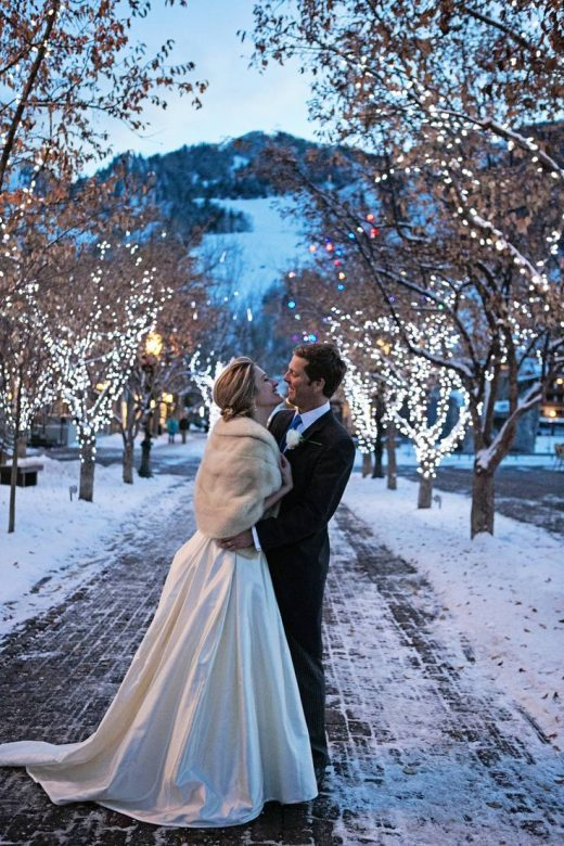 10 Ideas for a Classy Christmas Wedding That'll Put You in the Holiday Spirit