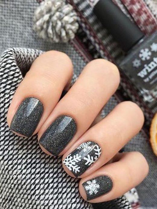 25 Beautiful Winter Nail Art Designs that will Melt Your Heart