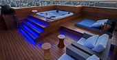 5 Inspirations to Design Luxury Apartment with Hot Tub