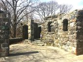 The Awesome Hike In Massachusetts That Will Take You Straight To An Abandoned Castle