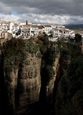 5 Amazing Towns on Perilous Cliff Sides