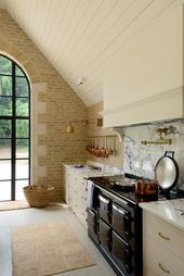 Be Smitten by a Classic English Cotswold Kitchen! – Hello Lovely